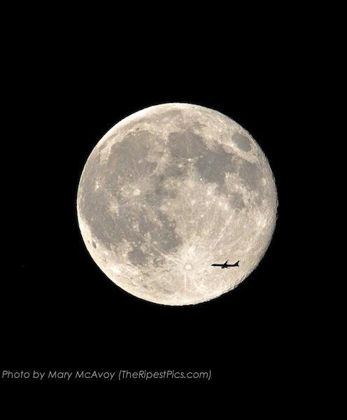 supermoon-with-jetliner